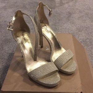Michael Kors 6 Gold glitter high heel with strap